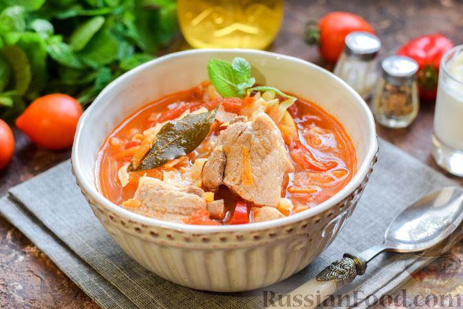 Фото к рецепту: Щи со свиными рёбрышки и консервированными помидорами
