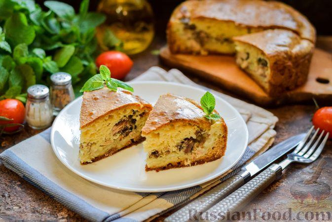 Фото к рецепту: Заливной пирог на сметане, с картофелем и консервированной рыбой