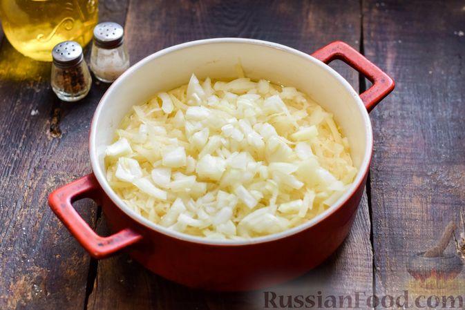 Фото приготовления рецепта: Заливной пирог на сметане, с картофелем и консервированной рыбой - шаг №9