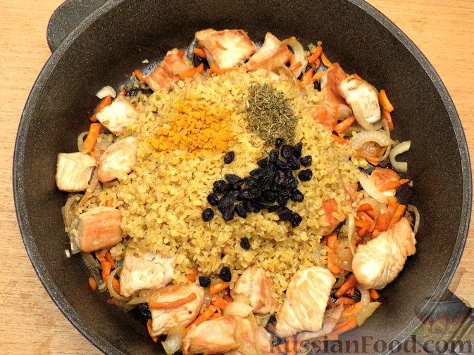 Фото приготовления рецепта: Говяжий суп с рисовой лапшой - шаг №4