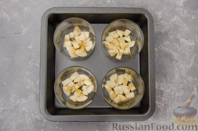 Фото приготовления рецепта: Сметанное желе с бананом и какао - шаг №12