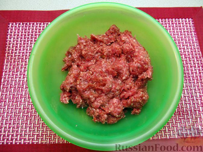 Фото приготовления рецепта: Рис с мясными шариками, помидорами и сладким перцем - шаг №3