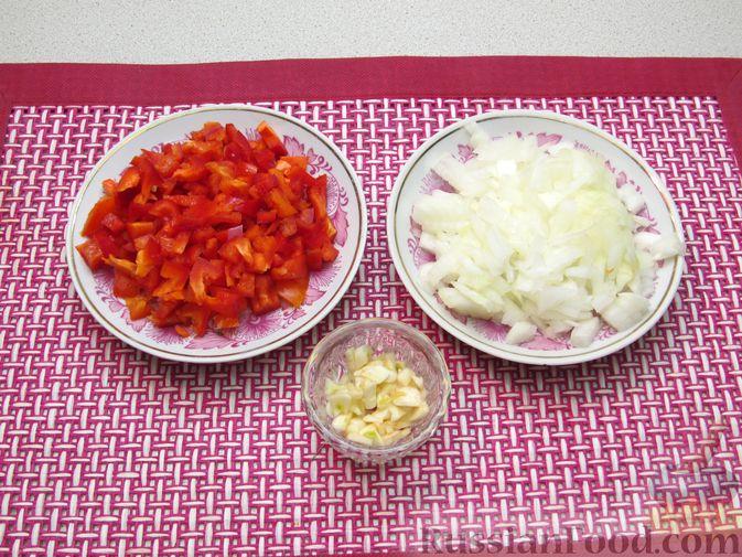 Фото приготовления рецепта: Рис с мясными шариками, помидорами и сладким перцем - шаг №5