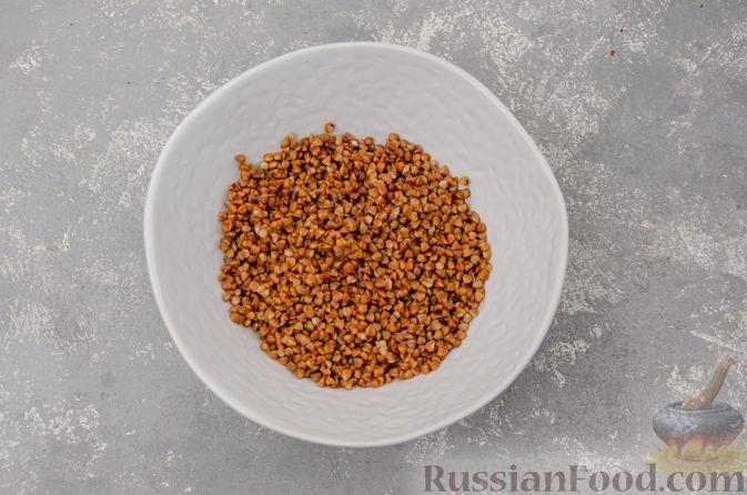 Фото приготовления рецепта: Куриный суп с гречневой крупой и овощами - шаг №4