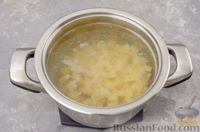 Фото приготовления рецепта: Куриный суп с гречневой крупой и овощами - шаг №6