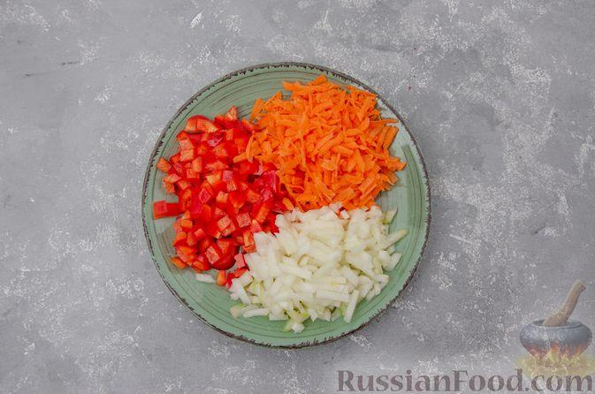 Фото приготовления рецепта: Куриный суп с гречневой крупой и овощами - шаг №7