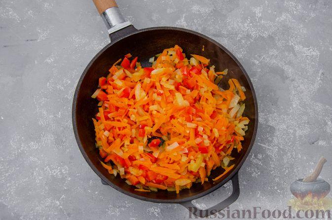 Фото приготовления рецепта: Куриный суп с гречневой крупой и овощами - шаг №8