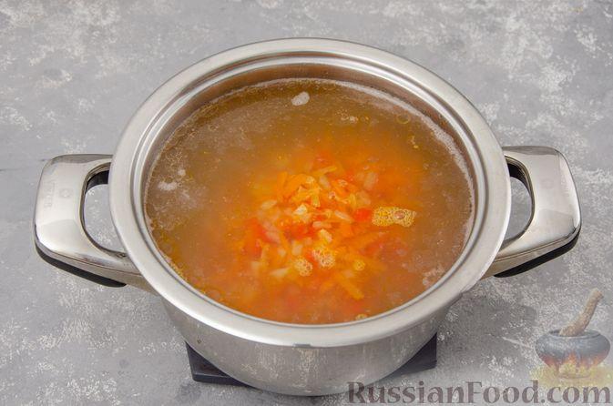 Фото приготовления рецепта: Куриный суп с гречневой крупой и овощами - шаг №9