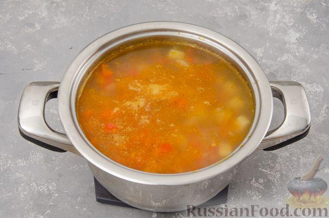 Фото приготовления рецепта: Куриный суп с гречневой крупой и овощами - шаг №11