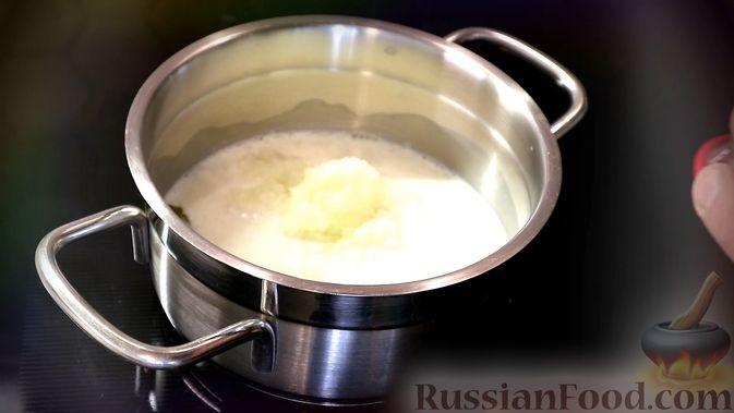 Фото приготовления рецепта: Луковый соус - шаг №2