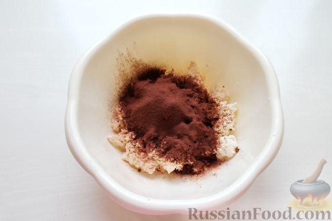 Фото приготовления рецепта: Творожно-молочное желе с какао - шаг №4