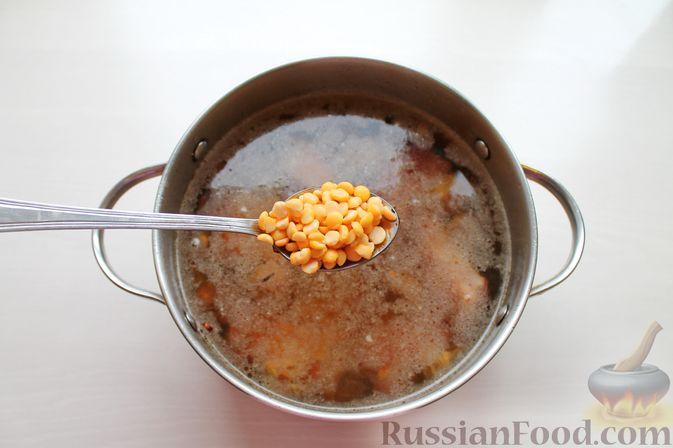Фото приготовления рецепта: Гороховый суп с обжаренной свининой и копчёными ребрышками - шаг №7