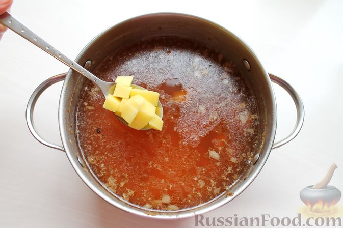 Фото приготовления рецепта: Гороховый суп с обжаренной свининой и копчёными ребрышками - шаг №10