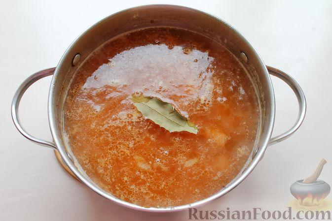 Фото приготовления рецепта: Гороховый суп с обжаренной свининой и копчёными ребрышками - шаг №9
