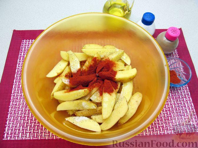 Фото приготовления рецепта: Картошка по-деревенски, в микроволновке - шаг №4