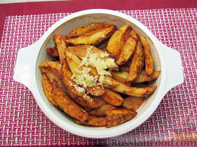 Фото приготовления рецепта: Картошка по-деревенски, в микроволновке - шаг №10