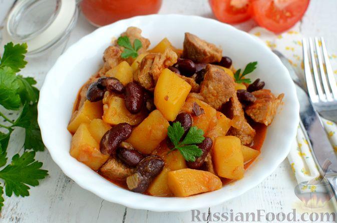 Фото к рецепту: Картошка, тушенная со свининой и фасолью