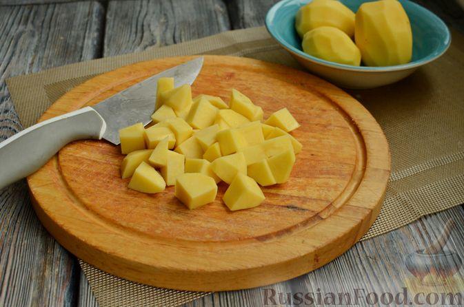 Фото приготовления рецепта: Картошка, тушенная со свининой и фасолью - шаг №5