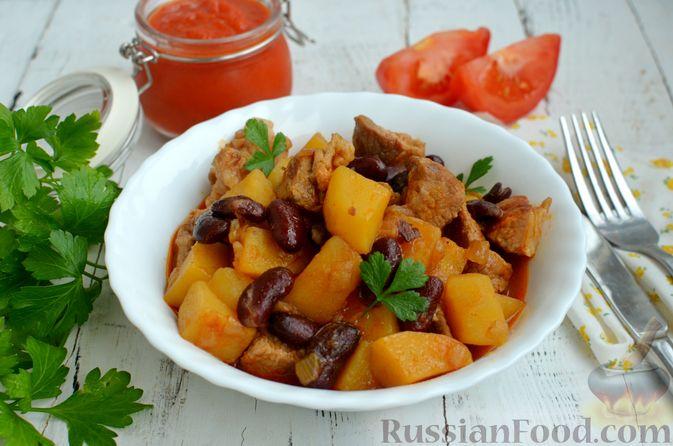 Фото приготовления рецепта: Картошка, тушенная со свининой и фасолью - шаг №9