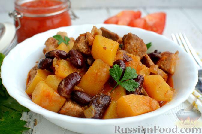 Фото приготовления рецепта: Картошка, тушенная со свининой и фасолью - шаг №10