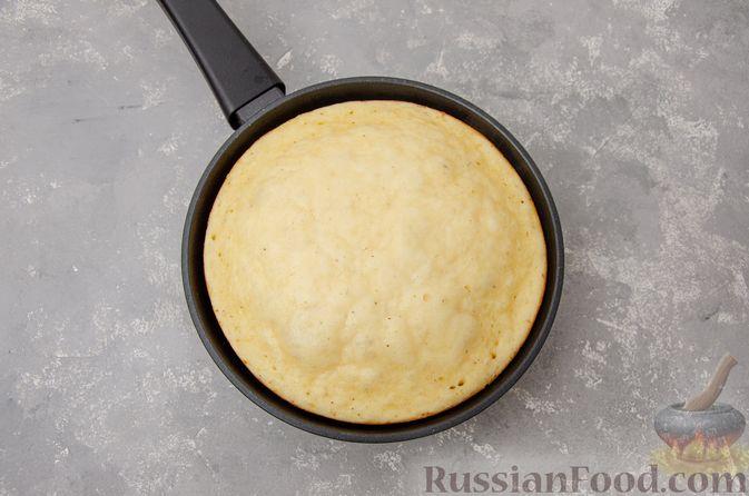 Фото приготовления рецепта: Яблочная шарлотка на сковороде - шаг №12
