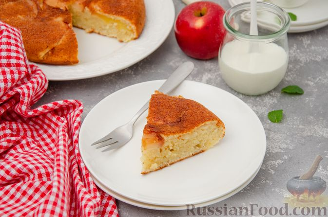 Фото приготовления рецепта: Яблочная шарлотка на сковороде - шаг №15