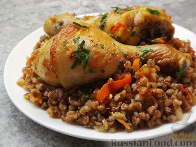 Фото к рецепту: Гречка с курицей в духовке