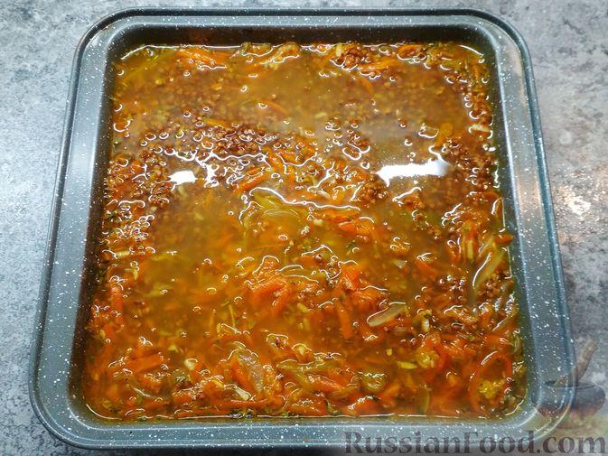 Фото приготовления рецепта: Гречка с курицей в духовке - шаг №4