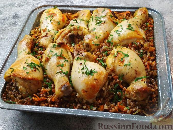 Фото приготовления рецепта: Гречка с курицей в духовке - шаг №6