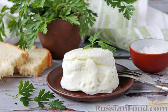 Фото к рецепту: Белковый омлет на молоке (в микроволновке)