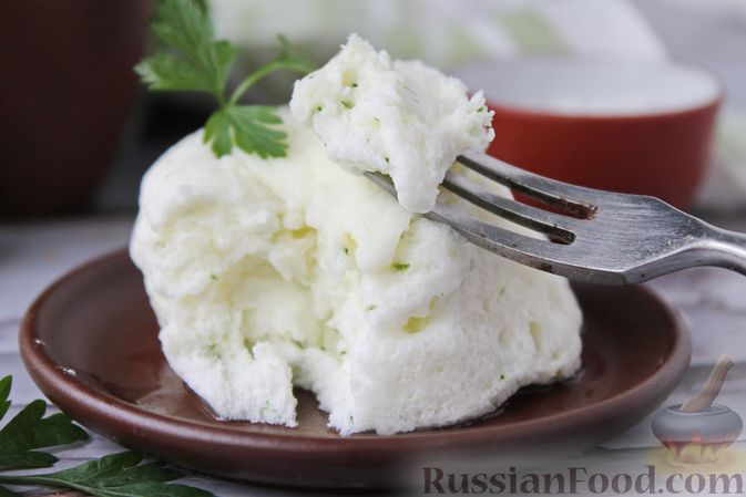 Фото приготовления рецепта: Белковый омлет на молоке (в микроволновке) - шаг №10