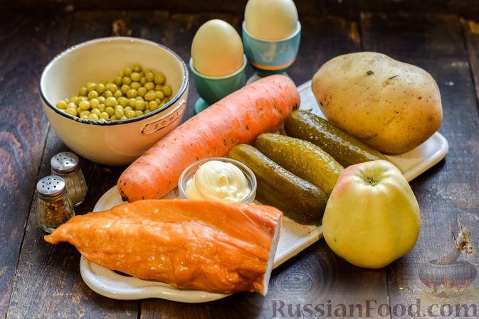 """Фото приготовления рецепта: Салат """"Оливье"""" с копчёной курицей и яблоком - шаг №1"""