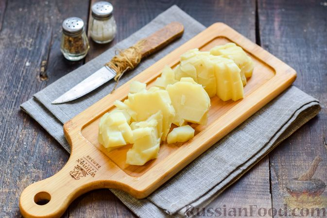 """Фото приготовления рецепта: Салат """"Оливье"""" с копчёной курицей и яблоком - шаг №3"""