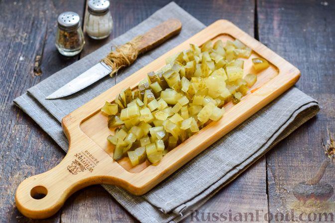 """Фото приготовления рецепта: Салат """"Оливье"""" с копчёной курицей и яблоком - шаг №5"""