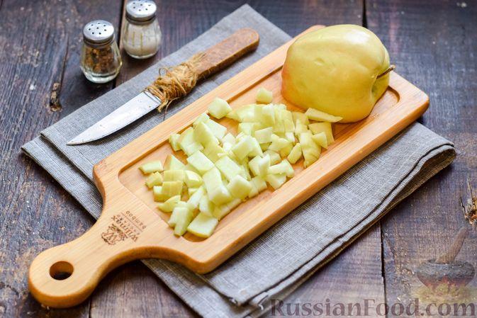 """Фото приготовления рецепта: Салат """"Оливье"""" с копчёной курицей и яблоком - шаг №7"""