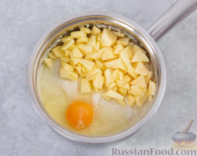 Фото приготовления рецепта: Запечённая манная каша с яблоками - шаг №5