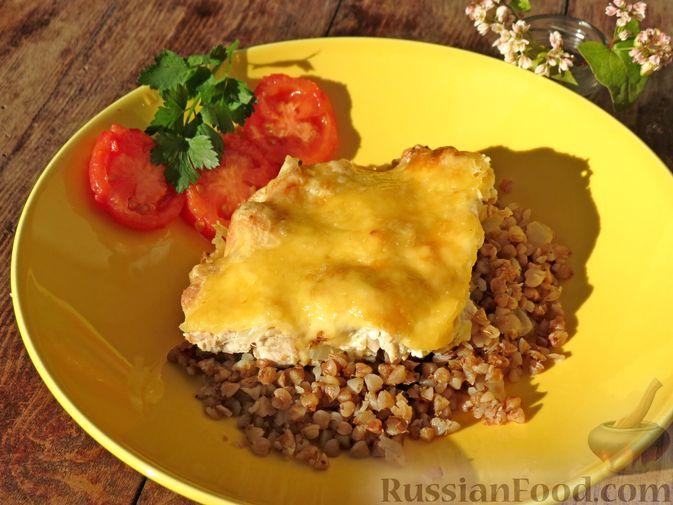 Фото к рецепту: Гречка с куриным филе и сыром, в духовке