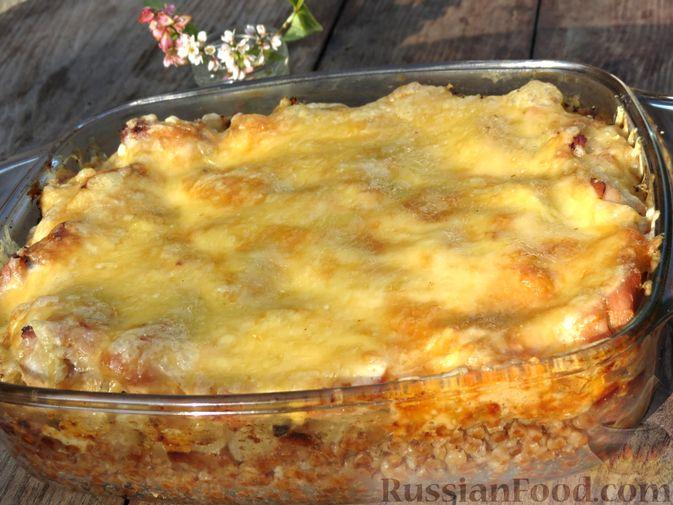 Фото приготовления рецепта: Гречка с куриным филе и сыром, в духовке - шаг №11