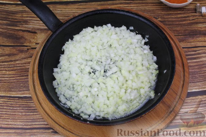 Фото приготовления рецепта: Рулет из рыбы с овощами и варёными яйцами (в духовке) - шаг №3