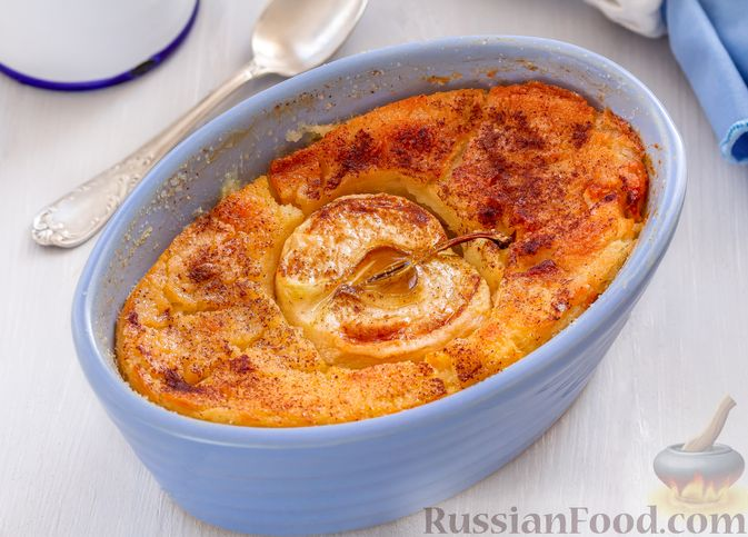 Фото к рецепту: Запечённая манная каша с яблоками