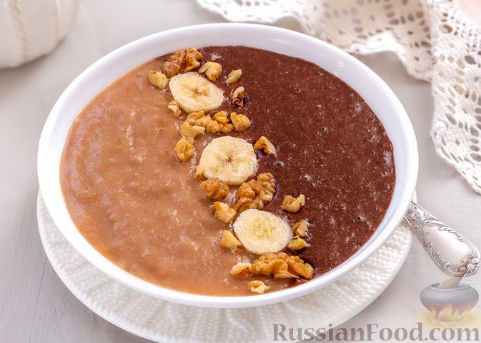 """Фото к рецепту: """"Двойная"""" шоколадная овсянка на воде, с яблочно-банановым пюре"""