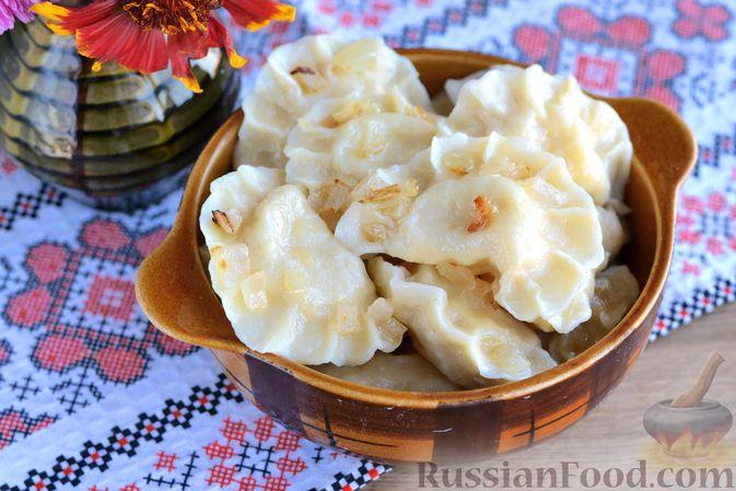 Фото к рецепту: Вареники с квашеной капустой и картошкой