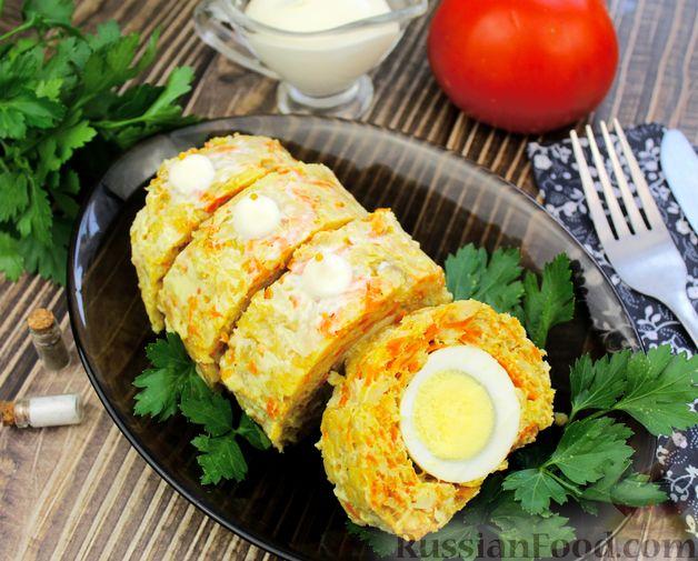 Фото к рецепту: Рулет из рыбы с овощами и варёными яйцами (в духовке)