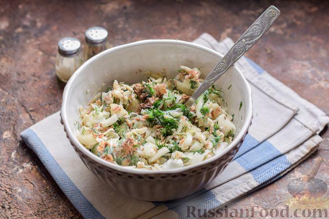 Фото приготовления рецепта: Салат с тунцом, корнем сельдерея и луком - шаг №9