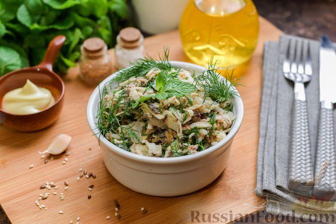 Фото приготовления рецепта: Салат с тунцом, корнем сельдерея и луком - шаг №10
