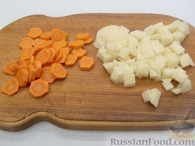 Фото приготовления рецепта: Суп с куриными фрикадельками и вермишелью - шаг №3