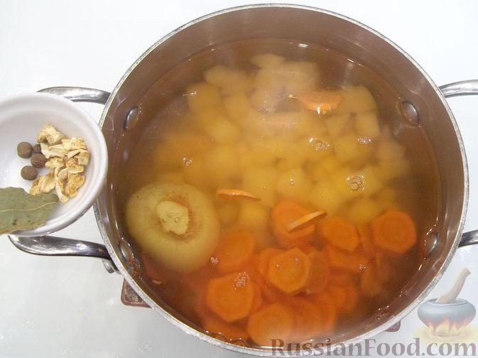 Фото приготовления рецепта: Суп с куриными фрикадельками и вермишелью - шаг №8