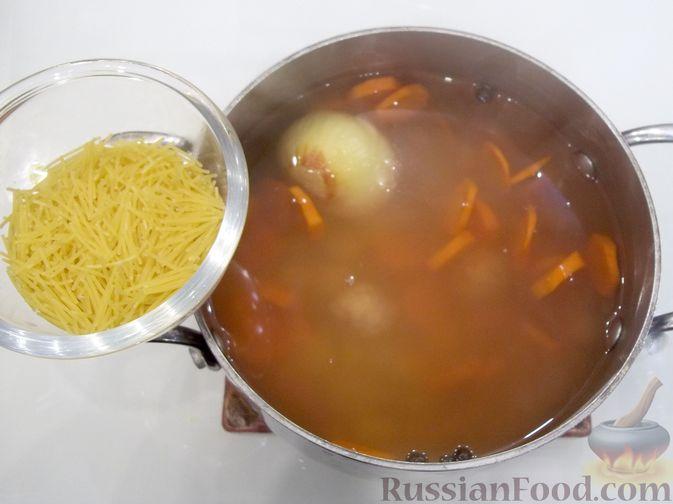 Фото приготовления рецепта: Суп с куриными фрикадельками и вермишелью - шаг №14