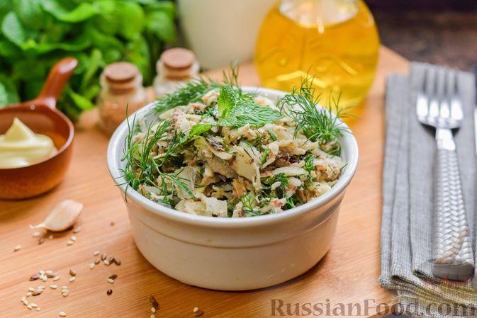 Фото к рецепту: Салат с тунцом, корнем сельдерея и луком