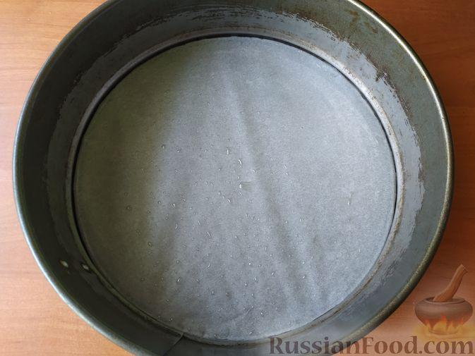 Фото приготовления рецепта: Грушевый пирог на кефире, с песочной крошкой - шаг №10